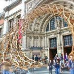 Travolti dall'onda. L'architettura londinese tra legno e domande irrisolte