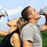 Bere acqua fa bene al cervello: migliora le prestazioni intellettuali