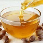 Benessere, l'olio di argan alleato contro le rughe