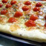 Ricetta, torta rustica con pomodorini, formaggio e prosciutto