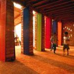 In Cambogia e' nata la scuola di mattoni di terra e fibra colorata
