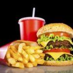 Mangiare spesso al fast-food aumenta le allergie