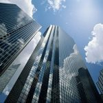 Fotovoltaico integrato: energia pulita da grattacieli e palazzi grazie al vetro solare