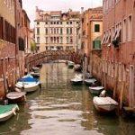 Troppo smog nell'aria. Venezia ferma le sue barche