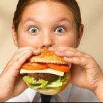 Alimentazione: tre regole per evitare l'obesita' dei bambini