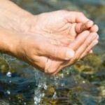 Acqua inquinata: arriva il materiale assorbente che trattiene oli ed idrocarburi