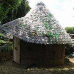 Un tetto sicuro riutilizzando le bottiglie di plastica