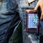 Ecoinvenzioni: i pantaloni hi-tech che ricaricano il cellulare