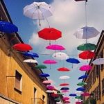 Treviglio: un tetto di ombrelli. Guarda le foto