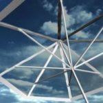 Ecoinvenzioni: l'ombrellone solare per ricaricare il cellulare in spiaggia