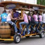 Il pub itinerante a pedali per mantenersi in forma mentre si beve birra