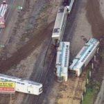 Incidente ferroviario. Treno si schianta contro due Tir