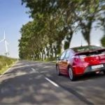 Più auto elettriche, meno import di petrolio