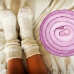 Conosci i benefici di mettere la cipolla nei calzini?