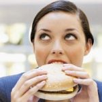 Il fast food peggiora anche l'umore