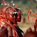 Donne Masaai si ribellano: non tagliano gli alberi per la carbonella