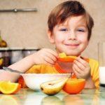 Bambini e merenda estiva: cosa preferire?Frutta, gelati, yogurt... la merenda estiva dei bambini dev...