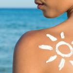 Le regole per una protezione solare naturale