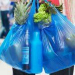 """La battaglia di Legambiente contro i sacchetti di plastica: """"metà sono illegali; servono più control..."""