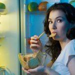 Mangiare la sera tardi fa ingrassare e danneggia il metabolismo