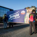 Perché gli attivisti di Greenpeace manifestano davanti a una fabbrica di fazzoletti?