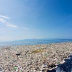 Un mare di plastica e polistirolo